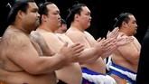 Banyak penggemar yang meninggalkan Kuil Yasukuni percaya bahwa gulat sumo harus lebih inklusif, terutama dengan Olimpiade Musim Panas selanjutnya yang digelar di Tokyo pada 2020. (REUTERS/Toru Hanai)