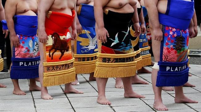 Meski jarang, pesumo wanita tetap ada di seluruh penjuru Jepang di level amatir. Namun, Asosiasi Sumo Jepang (JSA) tidak memperbolehkan wanita untuk berkompetisi secara profesional, seperti para pesumo pria. (REUTERS/Toru Hanai)