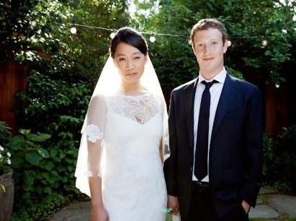 Mark Zuckerberg dikenal hanya memiliki satu kekasih sejak masa kuliah, Priscilla Chan. Mereka menikah pada tahun 2012 dalam sebuah pesta yang sederhana. Foto: istimewa