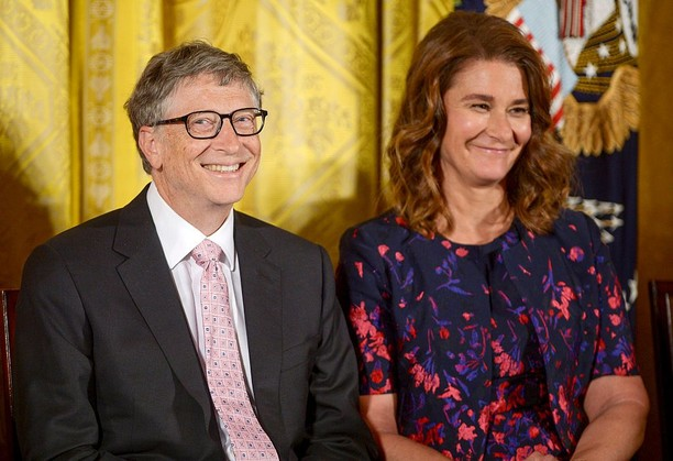 Meski Duit Triliunan, Pentolan Teknologi Ini Setia Istri