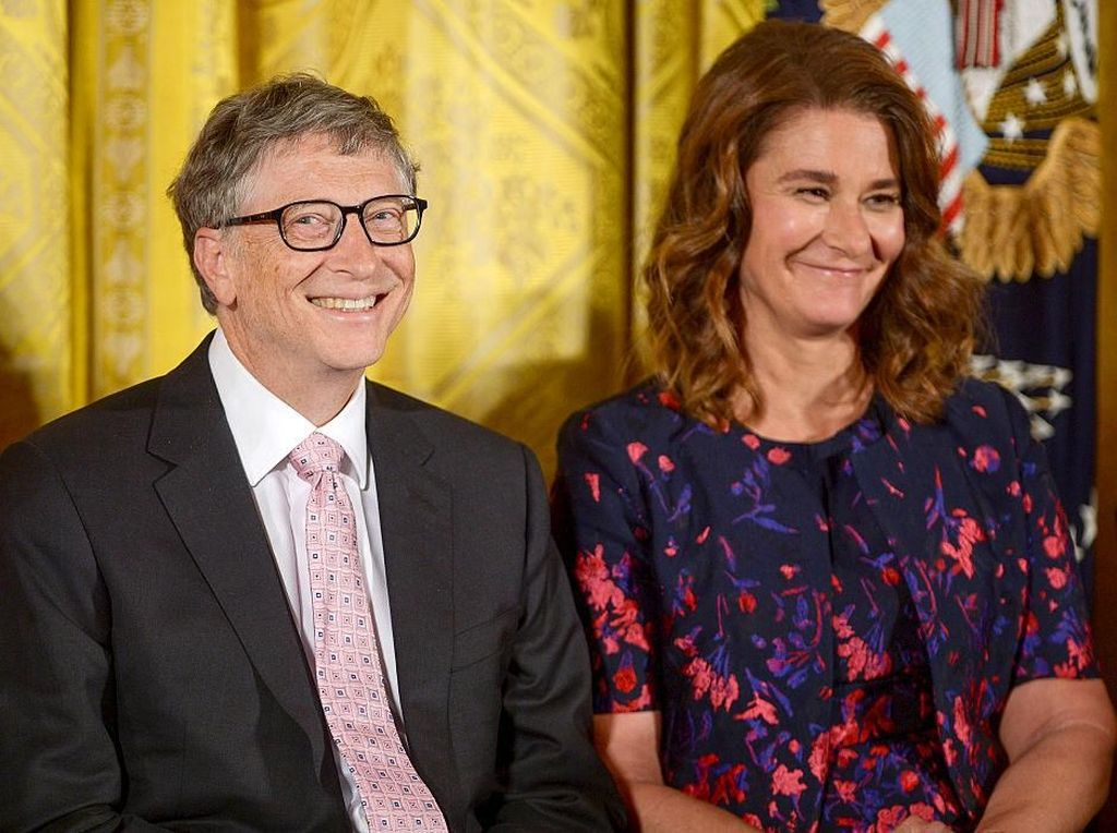 Bill Gates, sang pendiri Microsoft, bertemu dengan istrinya, Melinda Ann French kala bekerja di Microsoft. Mereka memutuskan menikah pada tahun 1994 di pulau Lanai, Hawaii. Foto: istimewa