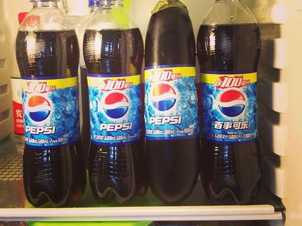 Botol Pepsipalsu ada di foto ini.Foto: Imgur