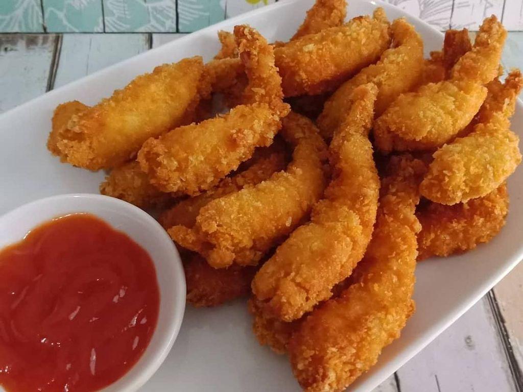 Gemuk-gemuk banget udang tempura bikinan @rindisepti ini. Ternyata ia membuat udang tempura untuk makanan sarapan. Dicocol saus sambal makin sedap nih. Foto: Instagram