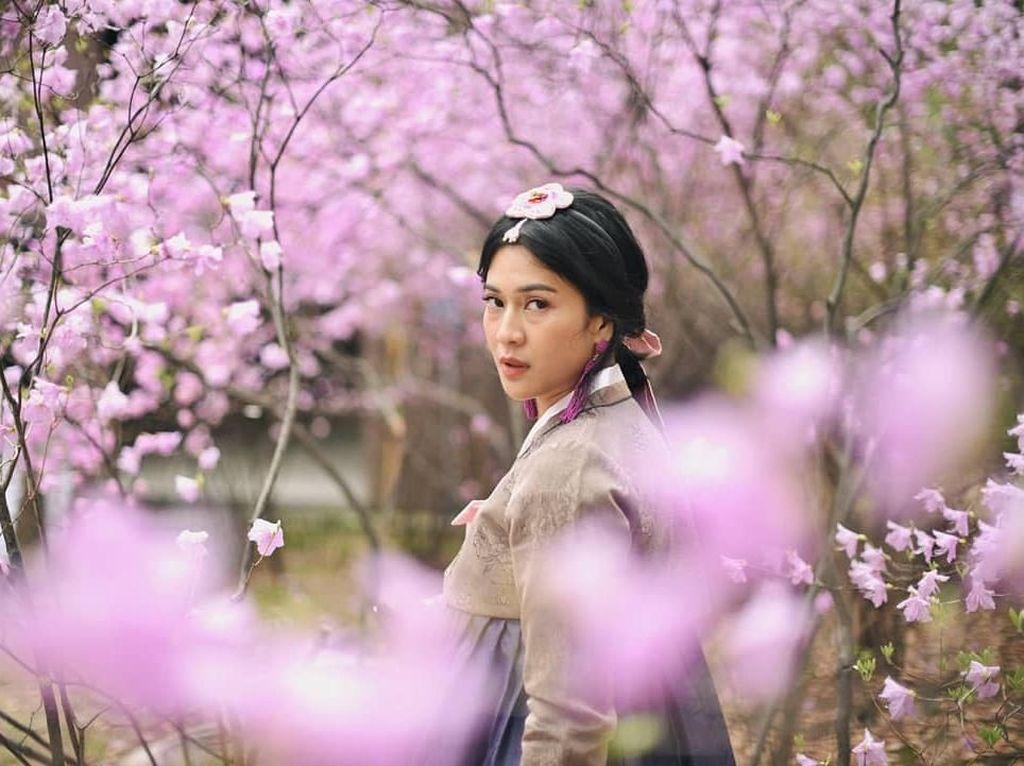 Di beberapa foto, netizen memuji penampilan Dian yang cantik. Namun di foto ini, netizen salah fokus dengan kantung mata Dian yang terlihat jelas. Kantong matanya, mbak, tulis salah satu netizen. Foto: Instagram Dian Sastro