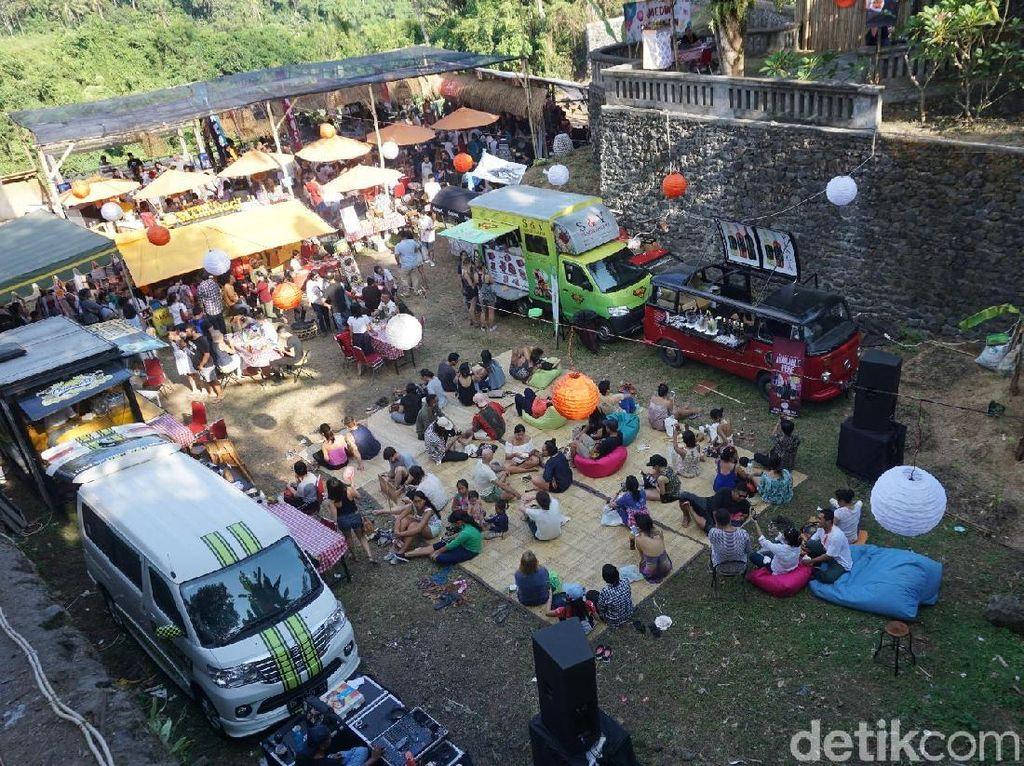 Di area belakang Taman Kuliner juga ada berbagai gerai dna food truck. Foto : detikfood