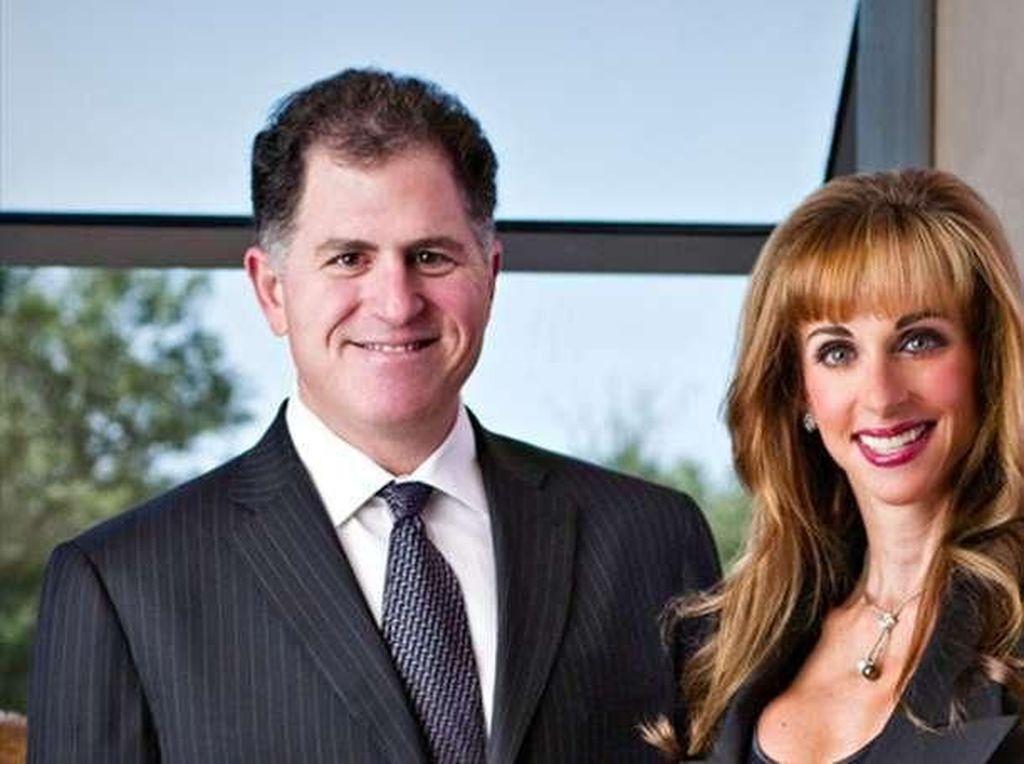 Dell juga cukup banyak berkiprah di bidang filantropi bersama sang istri melalui yayasan Michael and Susan Dell Foundation. Yayasan ini bergerak di bidang pendidikan, kesehatan dan masalah keluarga. Foto: istimewa