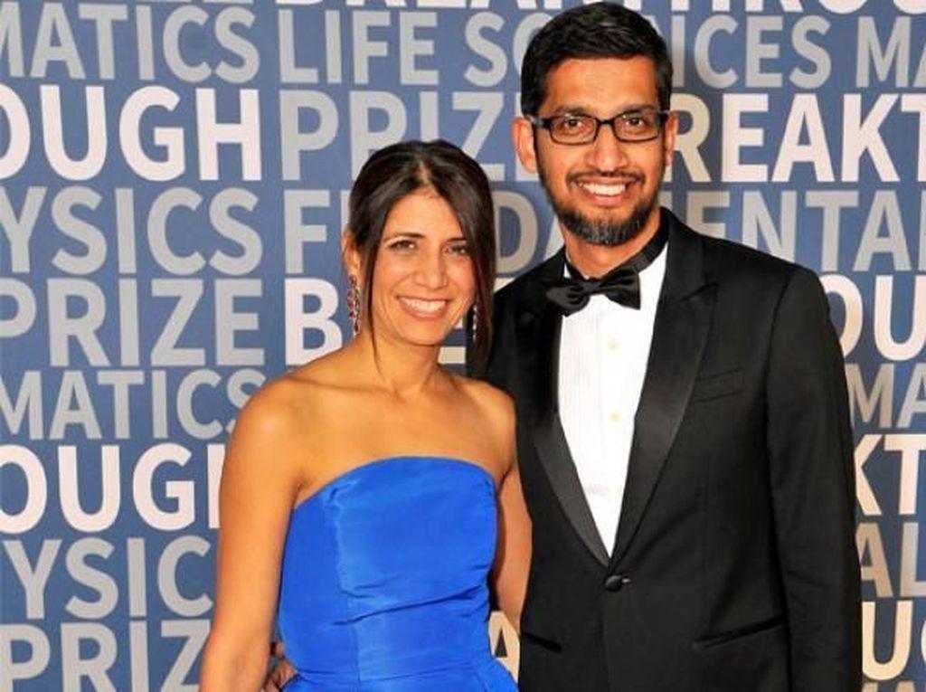 CEO Google Sundar Pichai menikah dengan kekasih lamanya Anjali dan mesra sampai saat ini. Mereka dikaruniai 2 orang anak. Foto: istimewa