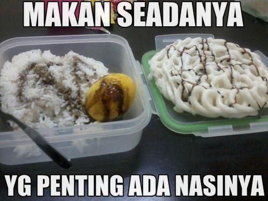 Betul nggak pertanyaan ini? Makan seadanya yang penting ada nasinya. Orang Indonesia memang tak bisa lepas dari nasi ya! Foto: Istimewa