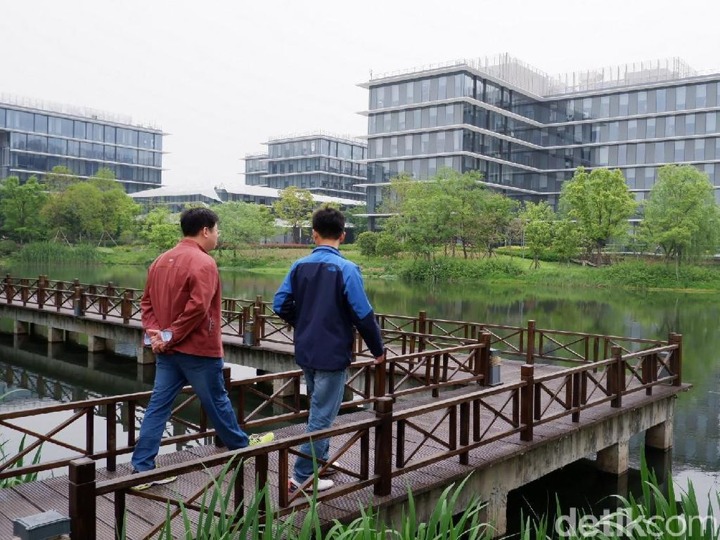 Di kampus ini terdapat danau kecil. (Foto: detikINET/Adi Fida Rahman)