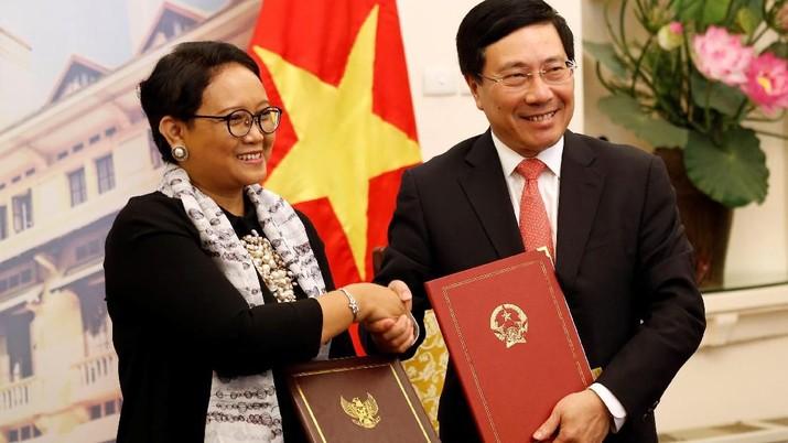 Kunjungi Hanoi, Jokowi Bahas Percepatan Negosiasi Batas ZEE