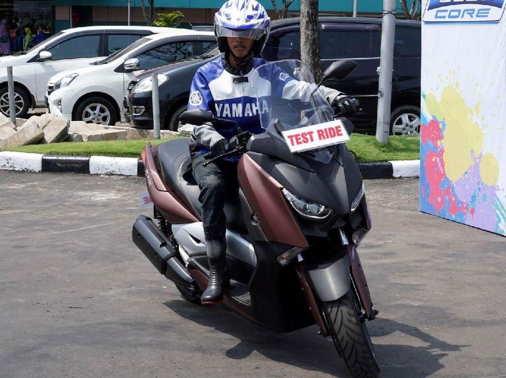 Di ajang ini pengunjung juga bisa merasakan sensasi mengendarai Xmax, Mio S, Tricity di area test ride. Istimewa/Yamaha.