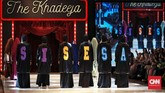 Label busana muslim syar'i, Si.Se.Sa yang digawangi tiga desainerbersaudara Siriz Tentani, Senaz Nasansia dan Sansa Enandera, menggelar peragaan busana bertajuk 'The Khadeeja' yang berlangsung di Fairmont Hotel, Jakarta, pada Rabu (18/4). (CNN Indonesia/Andry Novelino)