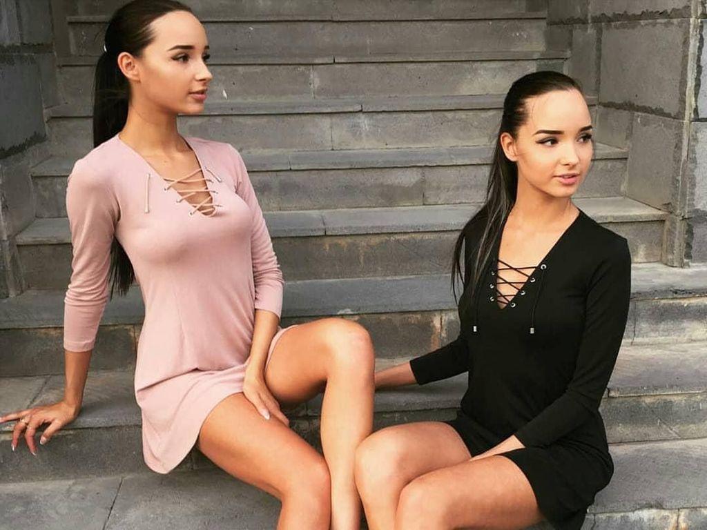 Foto: Ini Kembar Seksi yang Sedang Cari Suami Kaya Bersama