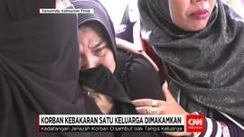 Korban Kebakaran Satu Keluarga Dimakamkan