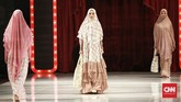 Sesuai namanya, koleksi ini terinspirasi dari istri Nabi Muhammad SAW, Khadijah, sosok yang saleh, mandiri, dan aktif baik sebagai istri, ibu atau seorang pengusaha. (CNN Indonesia/Andry Novelino)