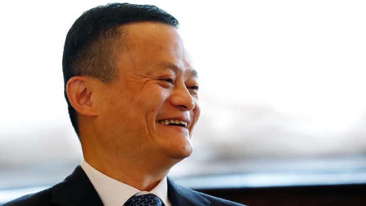 Jack Ma, founder of Chinese e-commerce giant Alibaba, arrives for a meeting with Thailand's Prime Minister Prayuth Chan-ocha in Bangkok, Thailand, April 19, 2018 during a visit to the country to announce the group's investment in the Thai government's Eastern Economic Corridor (EEC) scheme.  REUTERS/Jorge Silva/Pool
