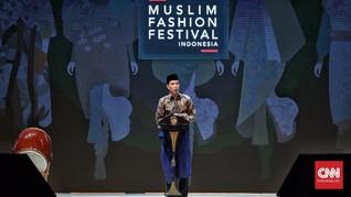 'Sehari' Busana Jokowi, dari Jaket Denim sampai Kain Tenun