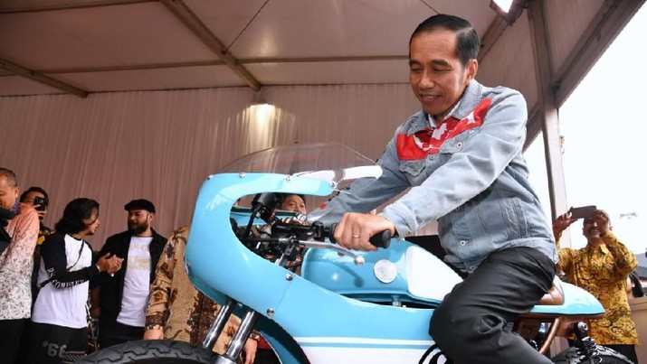 Sneakers Jokowi vs Oxford Prabowo di Kampanye Pilpres RI
