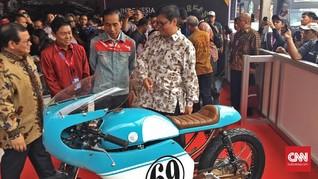 Pakai Jaket Denim, Jokowi Sambangi Motor Modifikasi
