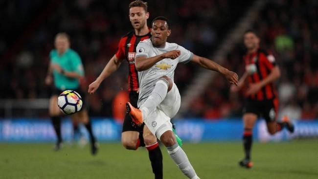 Manchester United meraih hasil positif di markas AFC Bournemouth dengan kemenangan 2-0 di Stadion Vitality, Rabu (18/4). (REUTERS/Ian Walton)