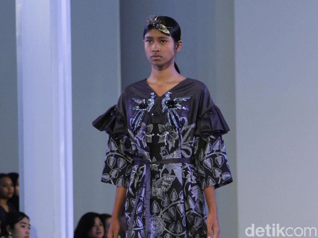 15 Baju Batik Karya Kolaborasi Mel Ahyar dan Iwan Tirta Private Collection