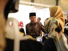 Datang ke Muffest, Jokowi Pakai Batik & Sarung Tenun