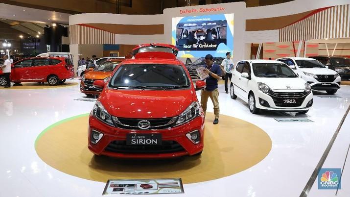 Toyota masih memimpin pasar mobil, meski penjualan menurun.