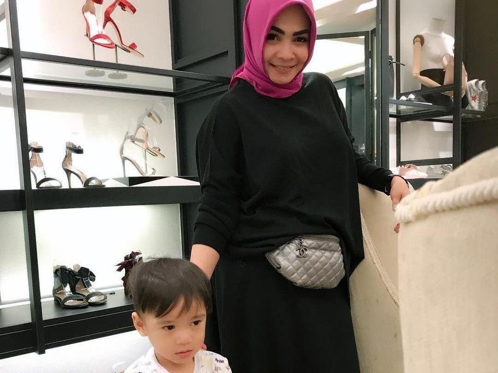 Gaya Rieta Amilia, Ibu Nagita Slavina yang Punya Hotel Mewah di Bali