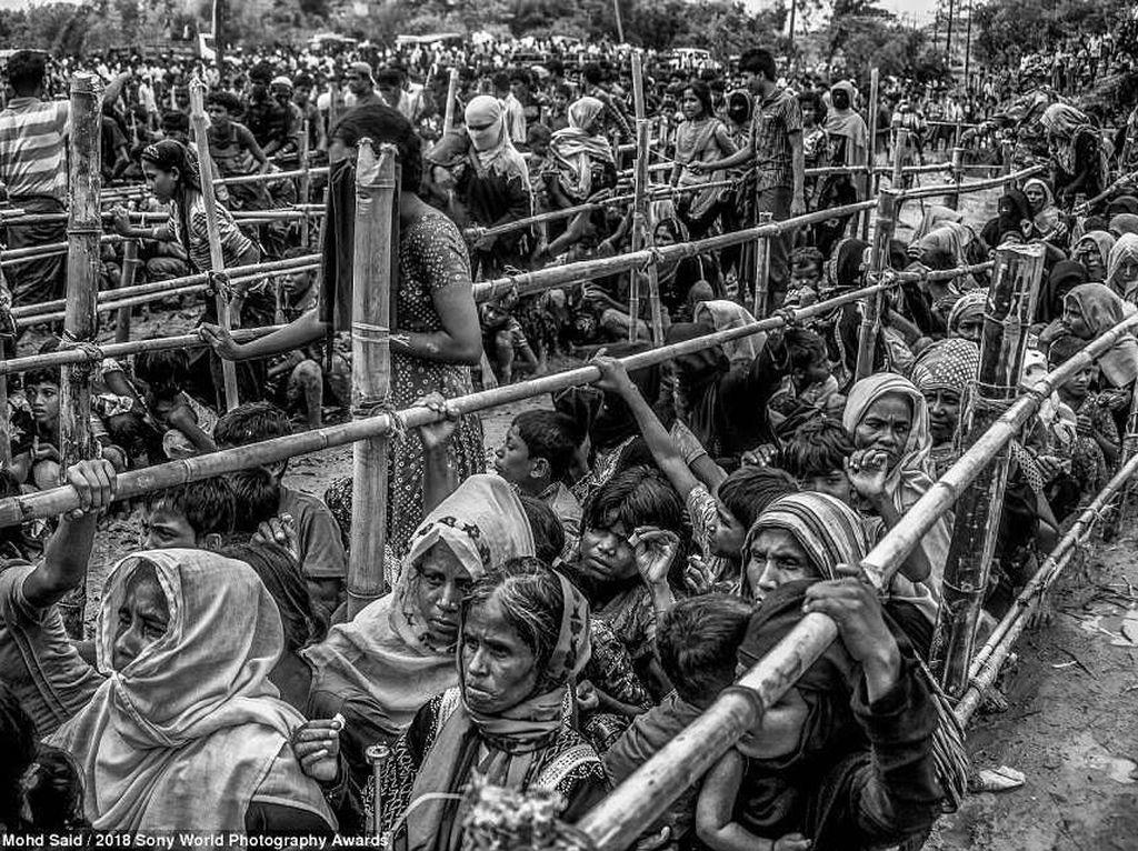 Situasi menyedihkan yang dialami oleh etnis Rohingya juga tak lepas dari bidikan kamera fotografer jawara. Foto: Sony Photography Awards 2018