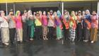 Sambut Hari Kartini, Polwan Bertugas dengan Pakaian Adat