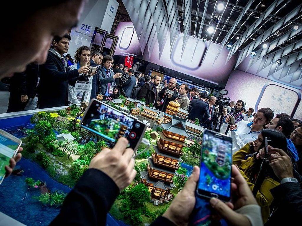 ZTE pun rutin turut ambil bagian di pameran teknologi dunia seperi misalnya Mobile World Congress di Barcelona. Foto: Reuters