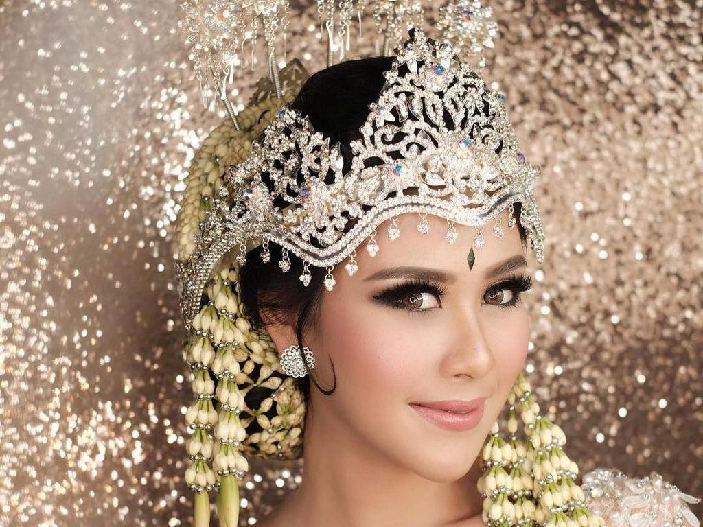 Foto: Makeup Cantik Bersinar Syahnaz Sadiqah untuk Akad Nikah