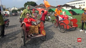 VIDEO: Ketika Ibu-ibu Berkebaya Lomba Becak
