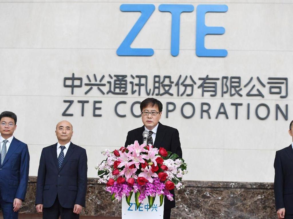 Chairman ZTE, Yin Yimin mengadakan konferensi pers menyayangkan sanksi Amerika Serikat yang mengancam kelangsungan perusahaannya. Sanksi seperti itu bisa membuat perusahaan dalam waktu cepat menjadi koma. Kami akan melawan hukuman yang tidak fair dan tidak beralasan ini, sebutnya. Foto: Reuters