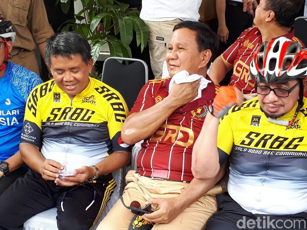 Ketua Majelis Syuro PKS Salim Segaf Aljufri (kanan) juga ikut serta. Foto: Audrey/detikcom