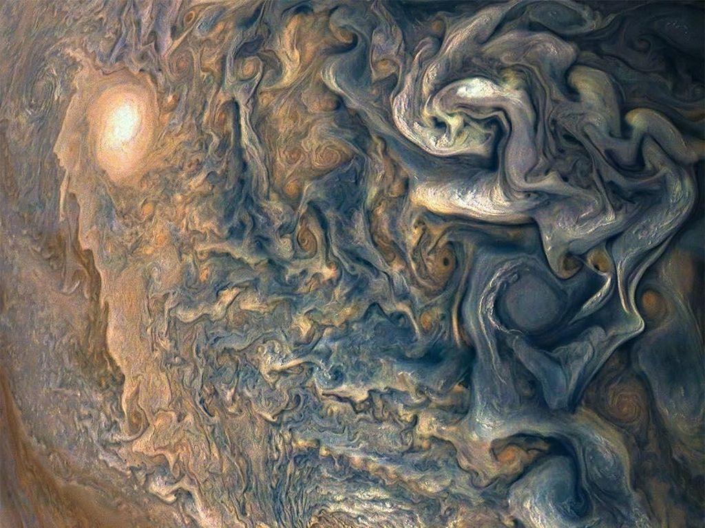 Tak jarang, gambar hasil tangkapan JunoCam yang berformat RAW diproses citizen scientist karena NASA memang menyediakannya secara terbuka ke publik. Foto: Instagram @nasa