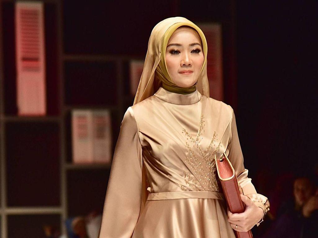 Aksi Atalia, Istri Ridwan Kamil Luwes Jadi Model di Fashion Show