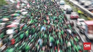 Ratusan Massa Ojol Kepung Kedubes Malaysia