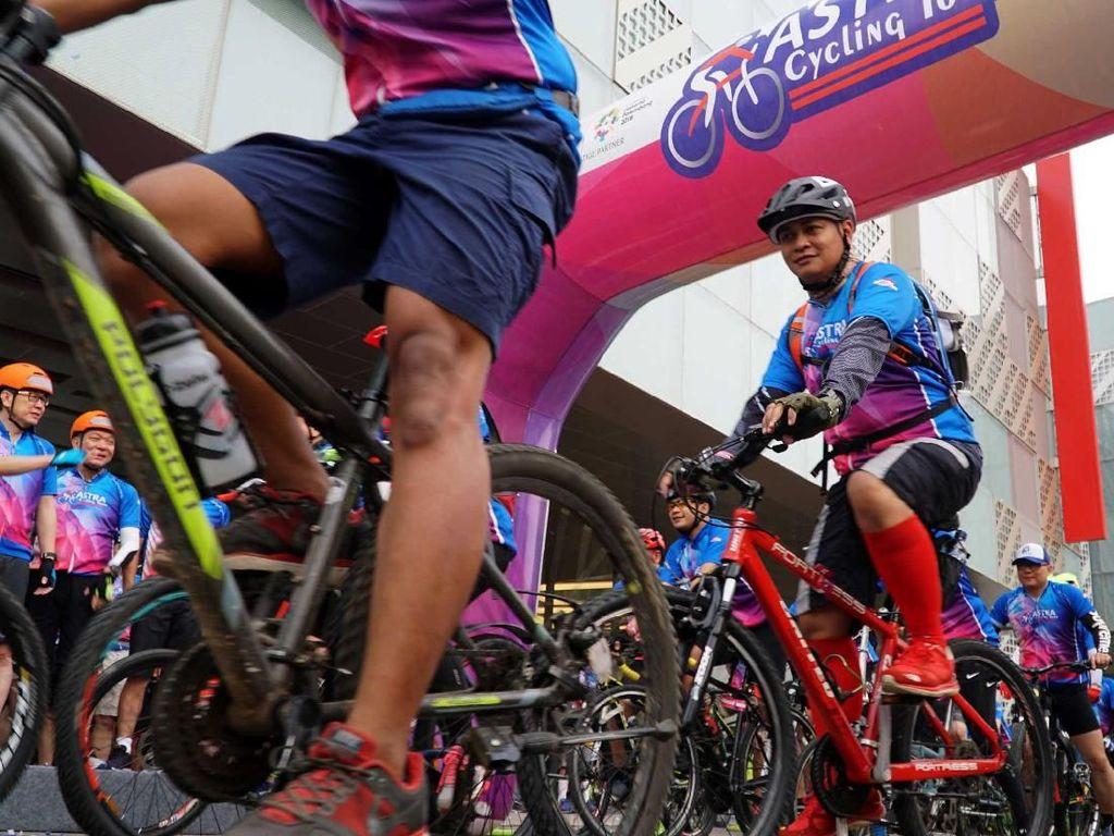 Ribuan Pesepeda Ramaikan Astra Cycling Tour