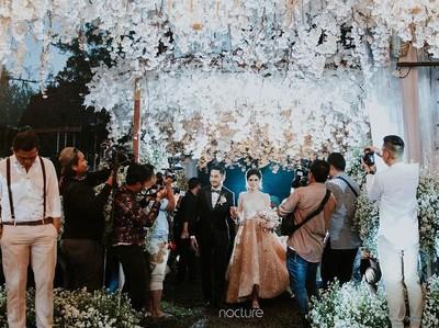 Indahnya Pernikahan Bertema Twilight Ala Syahnaz dan Jeje Govinda