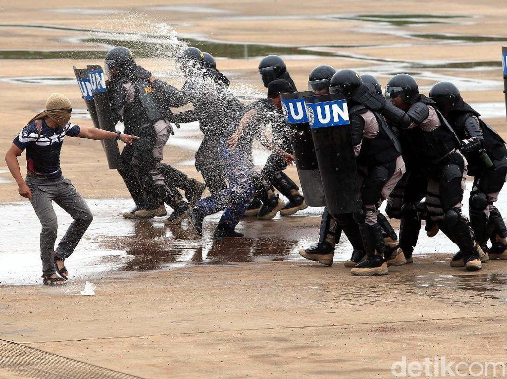Pasukan terdiri dari pasukan pendukung, pasukan taktis dan pasukan SWAT yang jumlahnya 200 orang termasuk di dalamnya 23 polisi wanita.