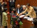 VIDEO: Ojek Daring Bertemu Komisi V DPR