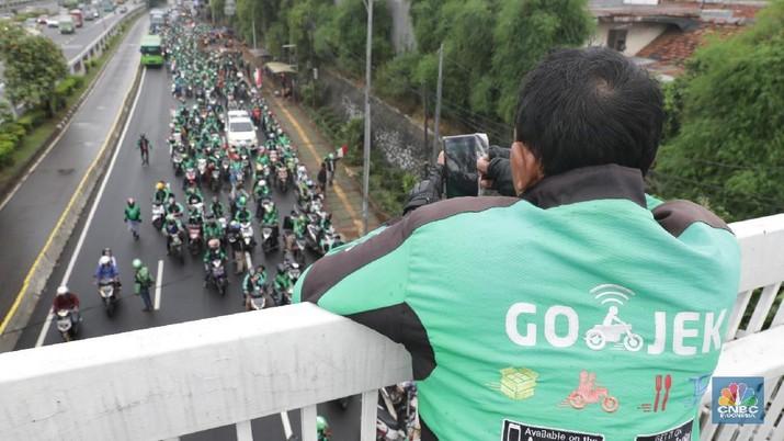 Go-Jek terganjal di Filipina karena harus tunduk pada aturan baru yang memasukkan taksi online sebagai transportasi umum di mana kepemilikan lokal minimal 60%.