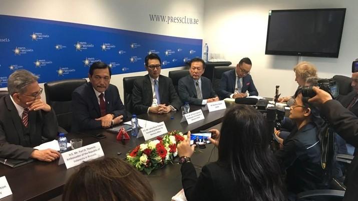 Mulai 2021, Eropa akan melarang peggunaan biodiesel berbahan CPO. Sementara itu, Indonesia merupakan produsen CPO terbesar di dunia.