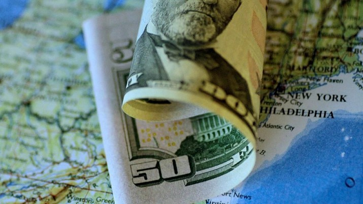 FILE PHOTO: A U.S. Dollar note is seen in this June 22, 2017 illustration photo.   REUTERS/Thomas White