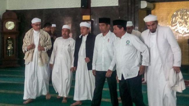 Ponsel Disita Saat Temui Jokowi, Alumni 212 Heran Foto Viral