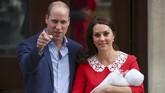 Pihak Istana Kensington mengabarkan Kate Middleton dibawa ke St Mary's Hospital pada Senin (23/4) pagi dan melahirkan pada pukul 11.01 waktu setempat. (REUTERS/Hannah Mckay)