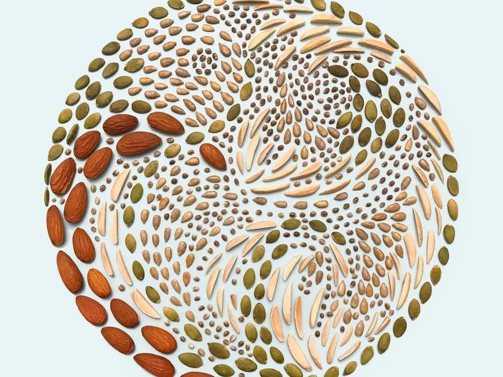 Keren! Remahan Biskuit dan Butiran Kacang Ini Disusun Jadi Pola Artistik