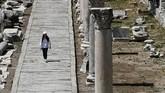 Sejak ditemukan nyaris 150 tahun lalu, Ephesus masih menjadi minat bagi manusia meski bernasib hanya puing-puing bisu. Kota ini telah dikunjungi lebih dari tiga juta orang setiap tahunnya.(Anadolu Agency/Mahmut Serdar Alakuş)