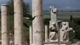Hingga pada 1869, reruntuhan kota ini ditemukan oleh arsitek Inggris John Turtle Wood yang disponsori oleh British Museum di tengah pencarian sisa Kuil Artemis sejak 1963. Namun ekskavasi dihentikan pada 1874.(Anadolu Agency/Mahmut Serdar Alakuş)